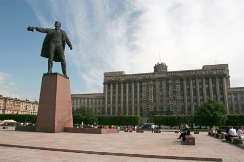 Lenin stands before the Palace of Soviets in St. Petersburg.