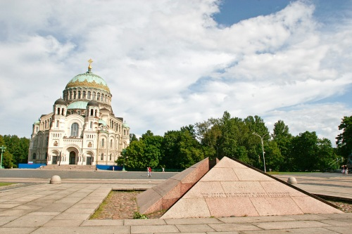 The Kronstadt Naval Cathedral stands behind a monument to Kronstadt's role in the uprisings of 1905-06 and 1917, and in the Russian Civil War.